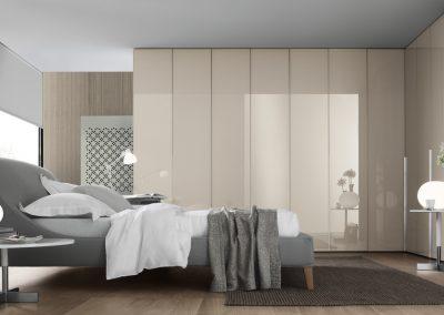 BLR Interiorismo Madrid (J01-Armario puerta batiente Ghost cristal liso perfil y tirador aluminio barnizado bronce)