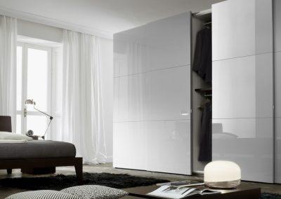 BLR Interiorismo Madrid (J01-Armario puerta corredera Numa lacado cenere brillo tirador M14)