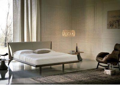 BLR Interiorismo Madrid (C09 Cama mod nelson Roble ahumado tapizao piel o ecopiel)