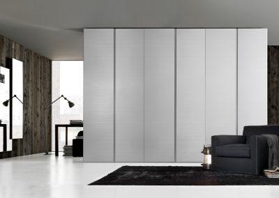 BLR Interiorismo Madrid (J01-Armario modelo Club lacado ostrica brillo)