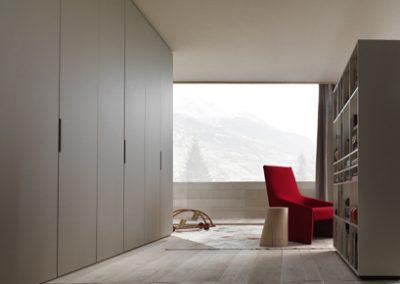 BLR Interiorismo Madrid (J01-Armario puerta batienta mod plana tirador M32 lacado corda mate)