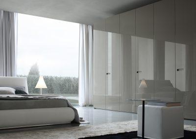 BLR Interiorismo Madrid (J01-Armario puerta batiente Gap lacado brillo ostrica brillo)