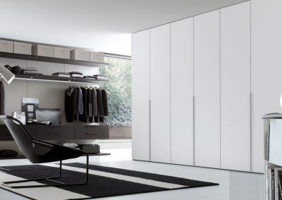 BLR Interiorismo Madrid (J01-Armario puerta batiente Ghost cristal mate blanco)