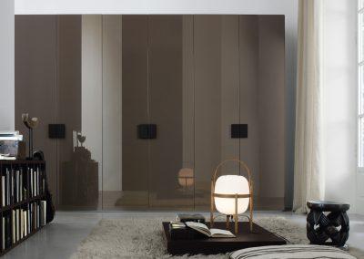 BLR Interiorismo Madrid (J01-Armario puerta batiente mod Plana visonne brillo tirador M11 roble therm)